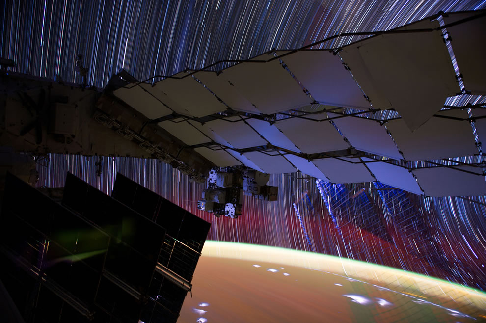 Incredible-long-exposure-photography-from-space-star-trails-as-seen-from-the-ISS
