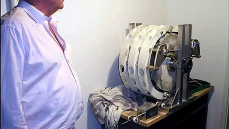 Bir zamanlar binlerce kişiyi dolandırıp üreticisini zengin eden (ve tabi ki çalışmayan) Perendev Manyetik Motor.