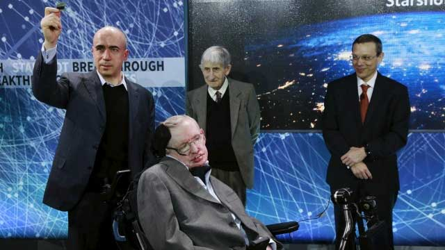 448993-yuri-milner-and-stephen-hawking-reuters