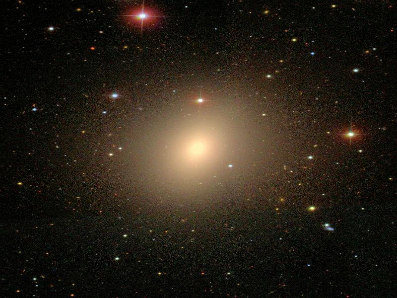 NGC 4621, eliptik galaksilere bir örnektir.