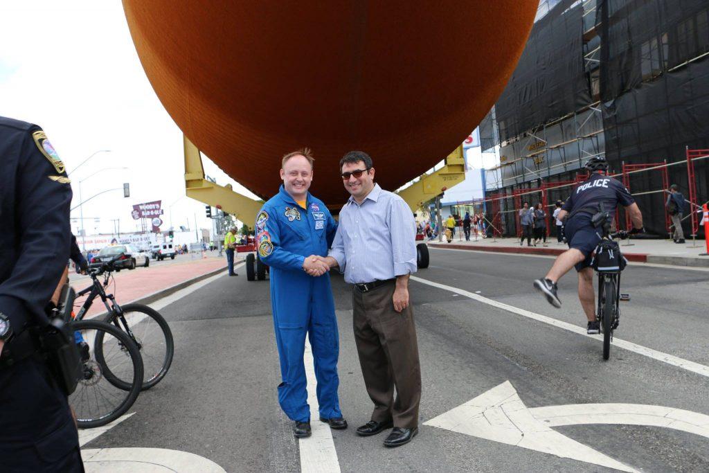 Astronaut Edward Michael Fincke ile ET-94'ün son yolculuğunda tanıştık. Astronaut Fincke 382 gün Uzay istasyonunda kaldı ve 9 Uzay Yürüyüşü yaptı.